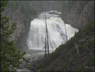 Picture of one of the waterfalls in Yellowstone.